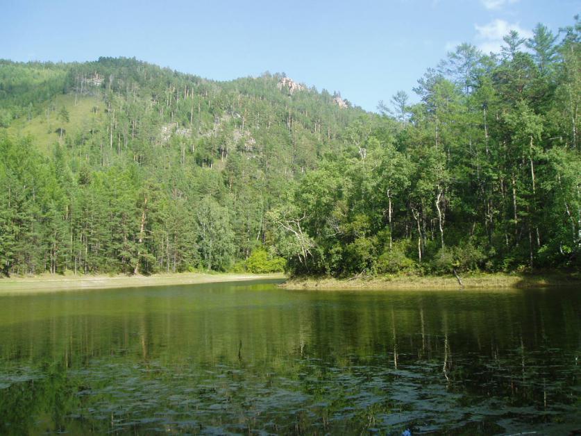 Сухое озеро наполненное водой