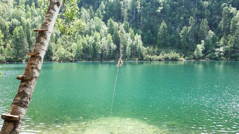 озеро Изумрудное (800x450)