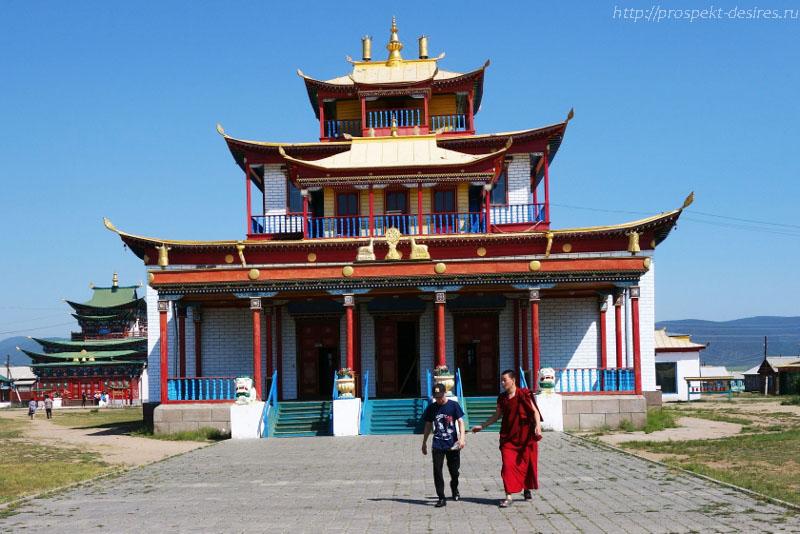 Цогчен-дуган -главный соборный храм