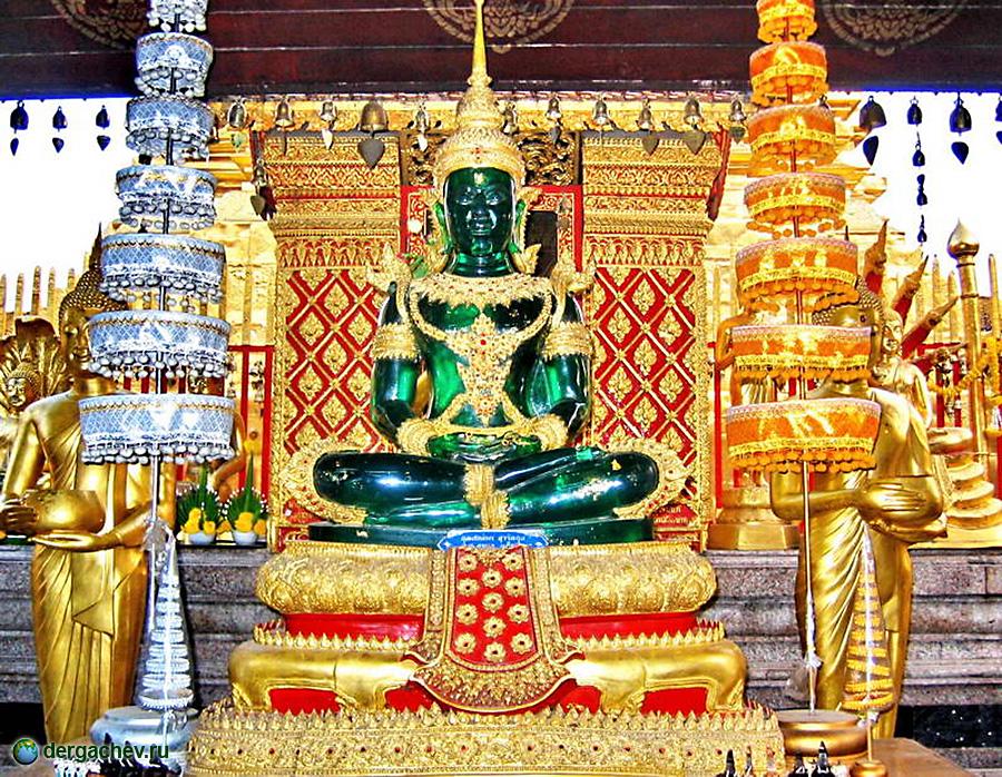 Будда из жедоита в Королевском дворце