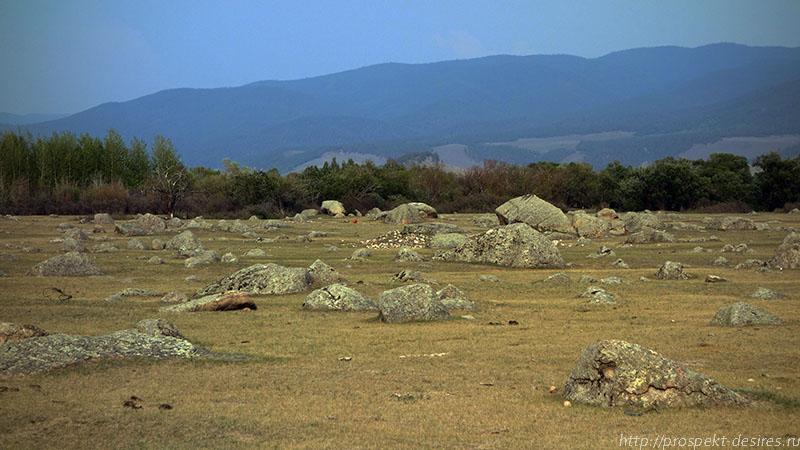 Сад камней вдоль реки Ина
