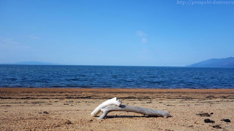 На песчаном берегу Баргузинского залива, о. Байкал, п. Усть-Баргузин, Бурятия