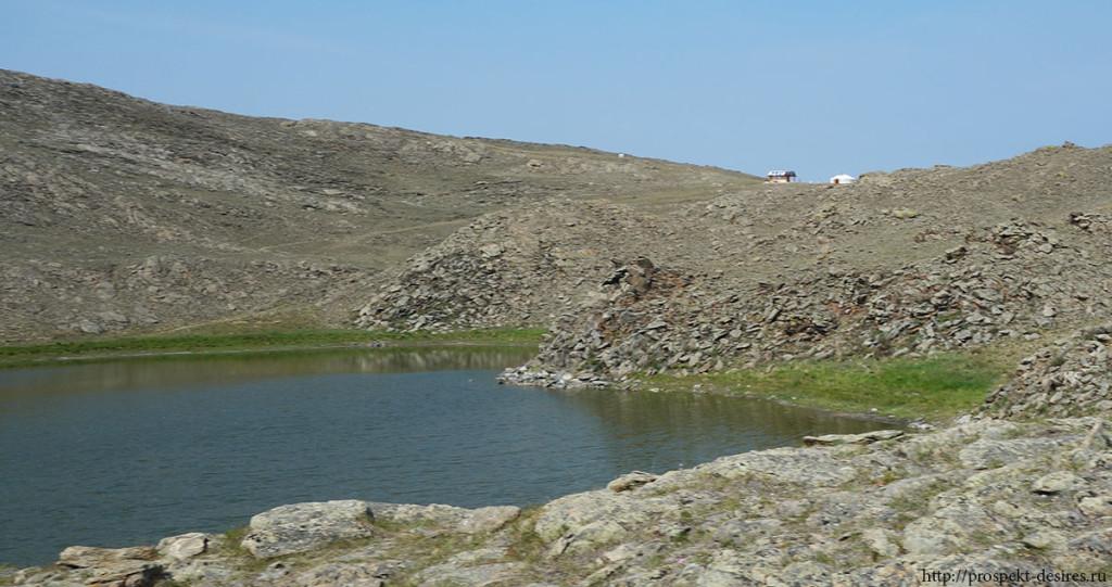 Озеро в виде сердца на Ольхоне