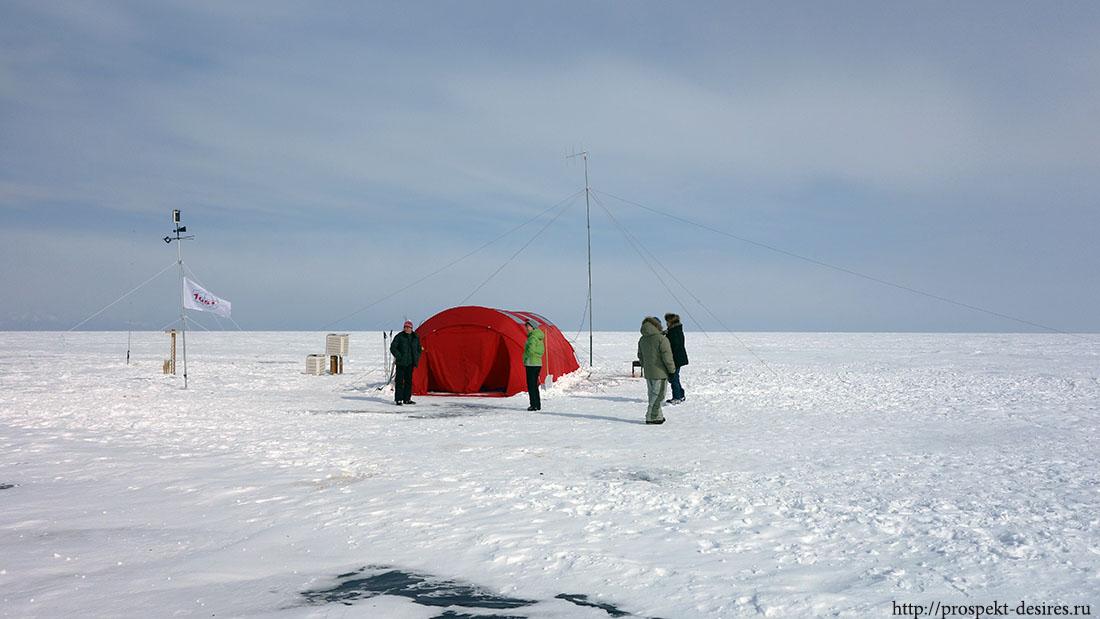 Лагерь на 105 меридиане на оз. Байкал
