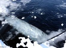 трещины на льду Байкала