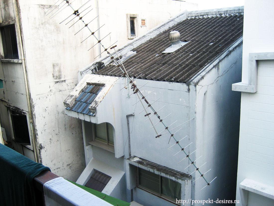 По факту - вид с балкона практически у всех номеров, которые выходят на сторону моря.