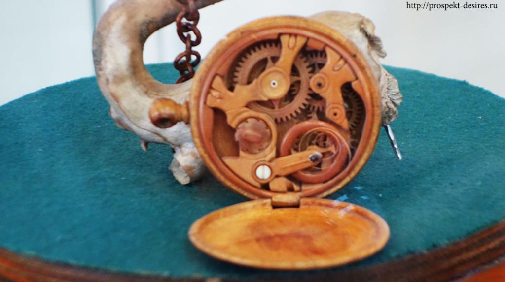 Уникальные часики, в которых весь механизм до мельчайших деталей сделан из дерева