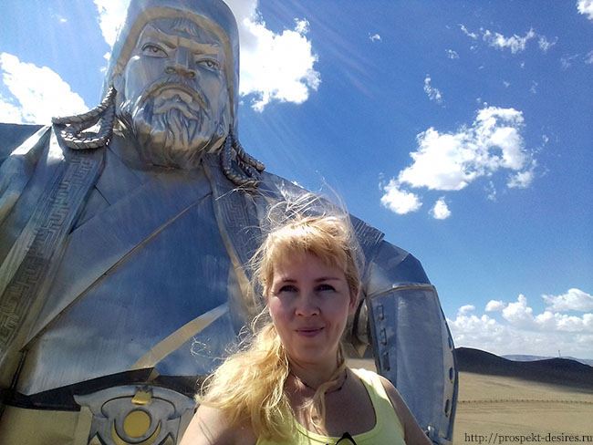 Чингисхан статуя в монголии