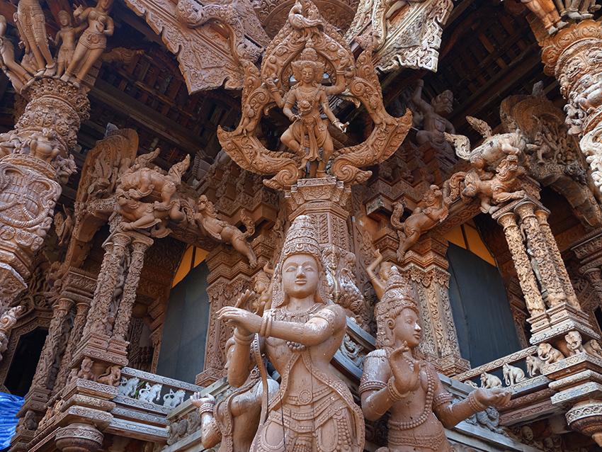 Деревянный храм в северной паттайе