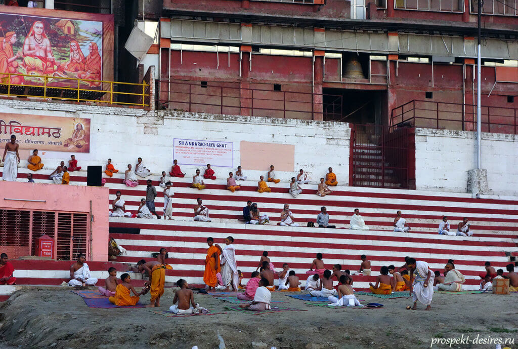 Йоги в Варанаси на гхатах