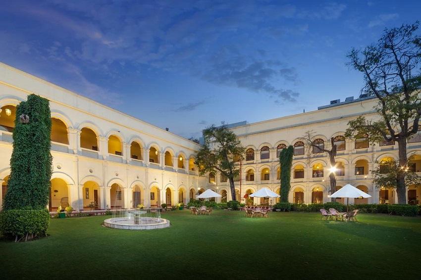 отель в Агре в центре