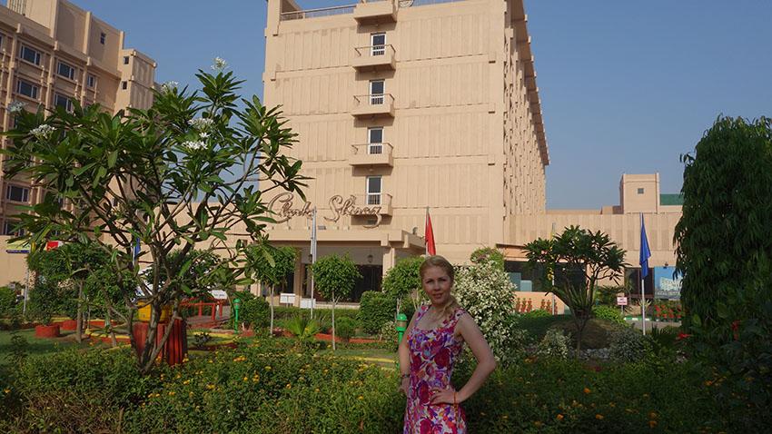 чистый отель в Агре