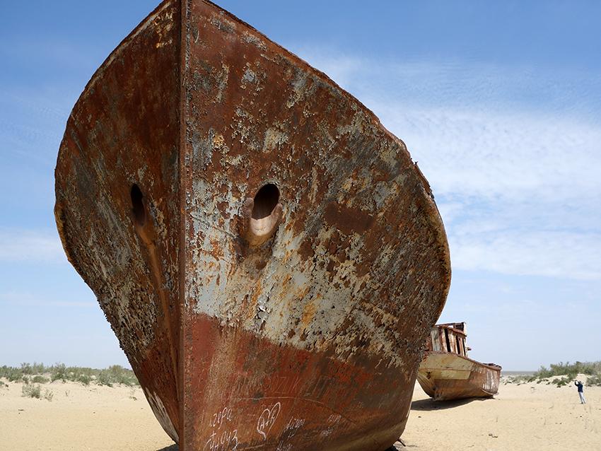 Высохшее Аральское море ржавые корабли